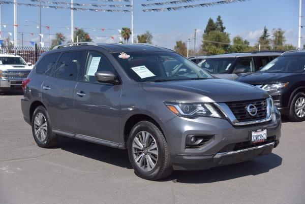 2017 Nissan Pathfinder in Merced, CA