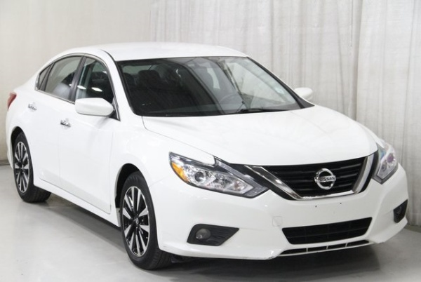 2018 Nissan Altima in Clive, IA