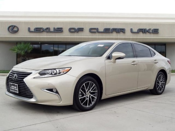 2017 Lexus ES in Friendswood, TX