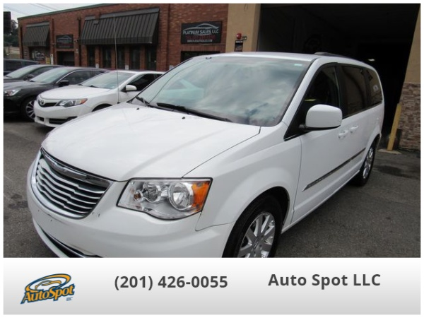 2015 Chrysler Town & Country in Garfield, NJ