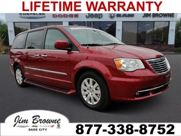 2016 Chrysler Town & Country in Dade City, FL