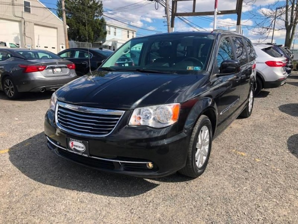 2014 Chrysler Town & Country in Clifton Heights, PA