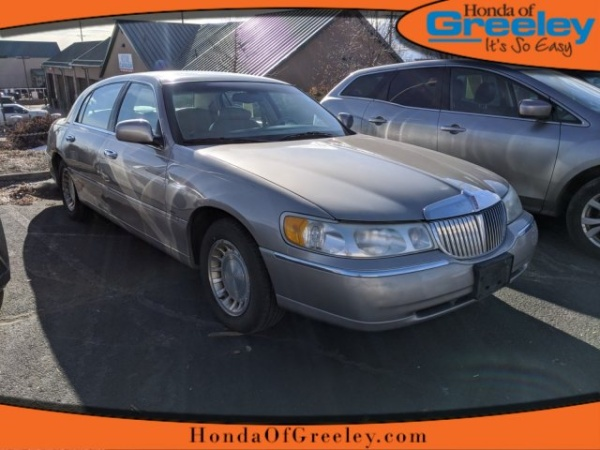 2001 Lincoln Town Car in Greeley, CO