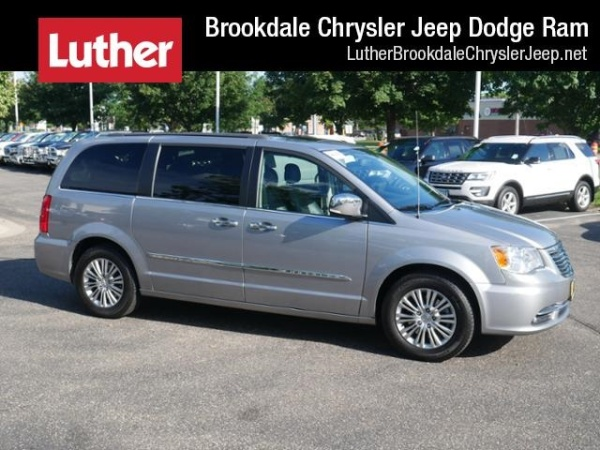 2016 Chrysler Town & Country in Brooklyn Park, MN