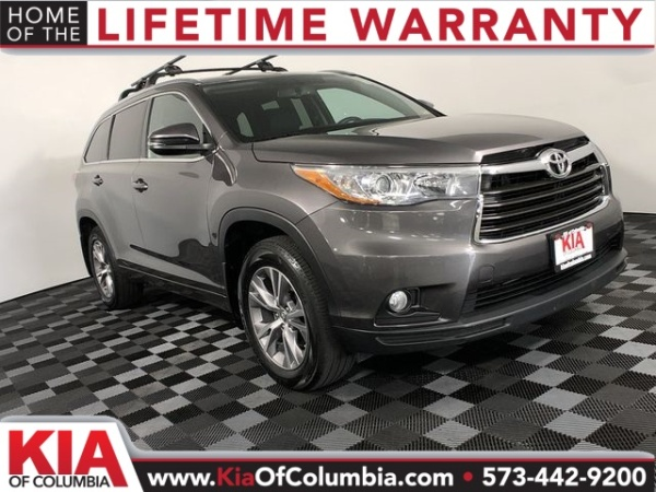 2015 Toyota Highlander in Columbia, MO
