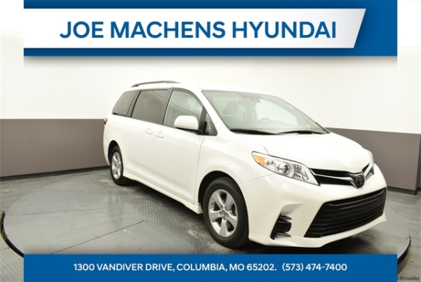 2019 Toyota Sienna in Columbia, MO