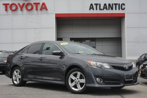 2013 Toyota Camry in West Islip, NY