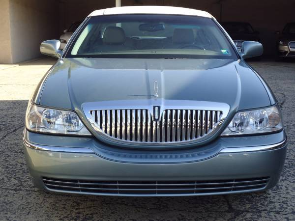 2004 Lincoln Town Car in Chambersburg, PA
