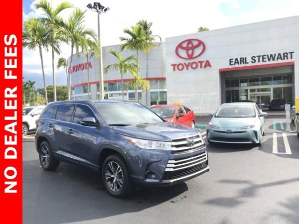 2018 Toyota Highlander in Lake Park, FL