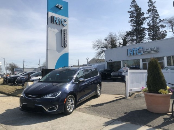 2018 Chrysler Pacifica in Freeport, NY