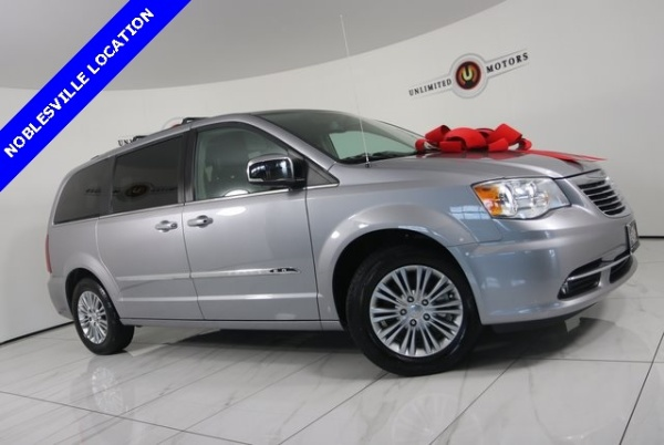 2015 Chrysler Town & Country in Noblesville, IN