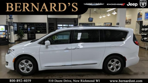 2017 Chrysler Pacifica in New Richmond, WI