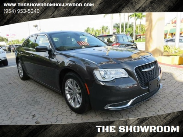 2017 Chrysler 300 in Hollywood, FL