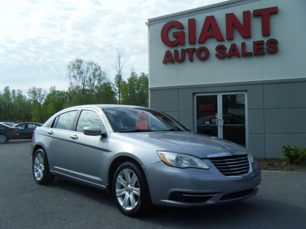 2013 Chrysler 200 in East Syracuse, NY