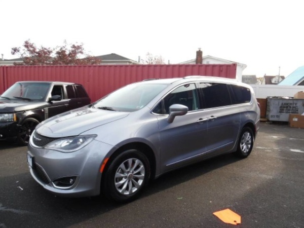 2019 Chrysler Pacifica in Bayside, NY
